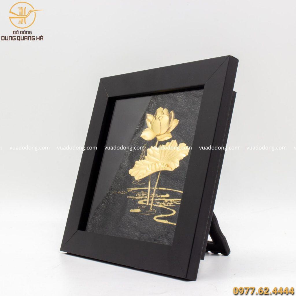 Tranh hoa sen lưu niệm mạ vàng độc đáo