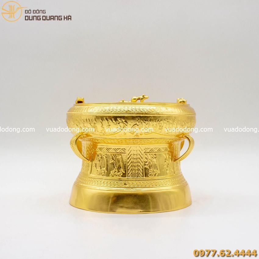Trống nhỏ bằng đồng dát vàng là món quà giá trị, sang trọng