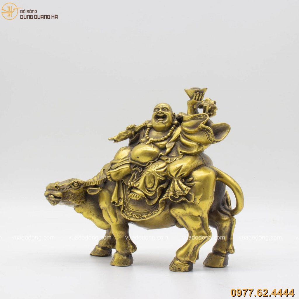 Tượng phật Di Lặc cưỡi trâu bằng đồng vàng mộc (cao 18cm dài 22cm)