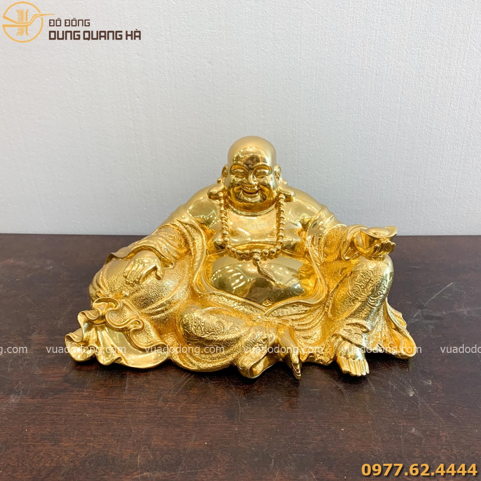 Tượng Di Lặc ngồi nâng kim nguyên bảo dát vàng cao 20cm