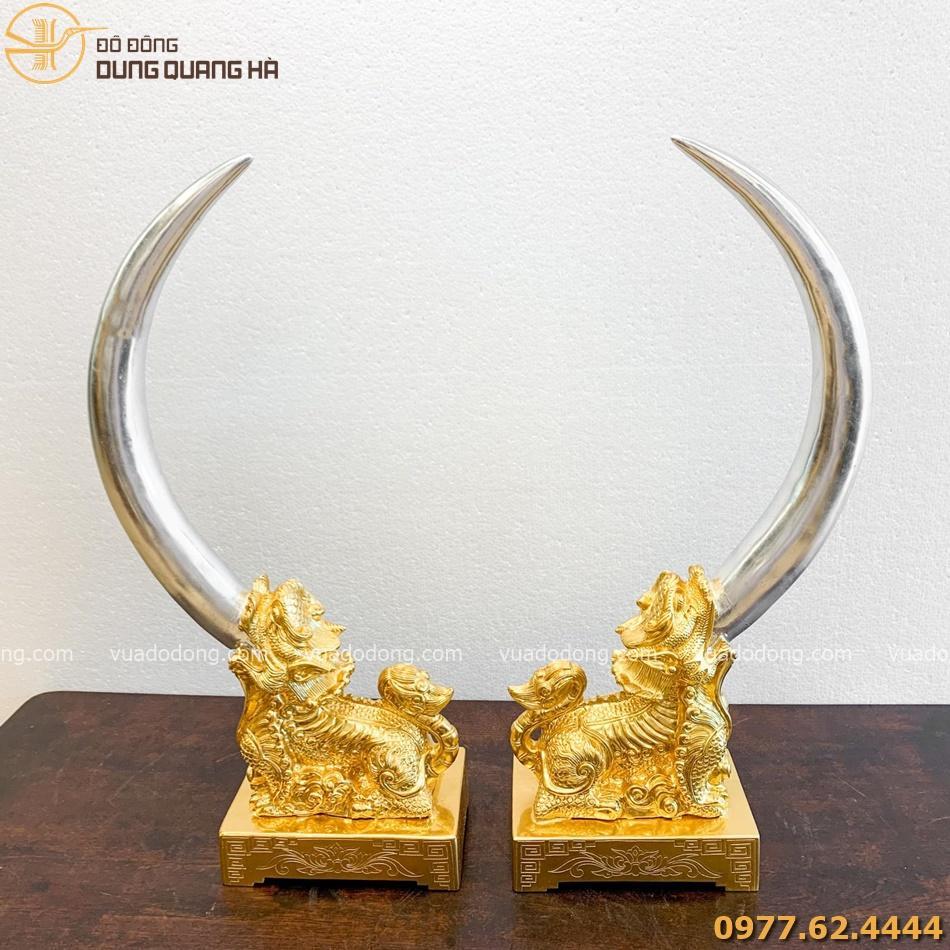 Tượng nghê ngà voi bằng đồng đỏ dát vàng mang vẻ đẹp sang trọng