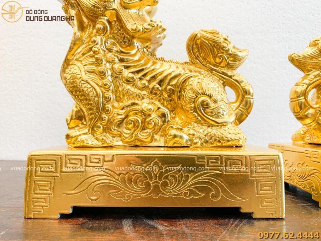 Tượng nghê ngà voi bằng đồng đỏ dát vàng với các chi tiết tinh tế