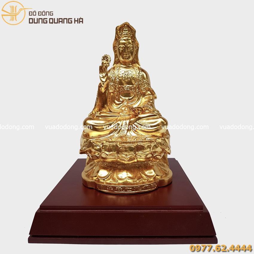 Tượng Phật Quan Âm thếp vàng đặt trên đế gỗ sang trọng