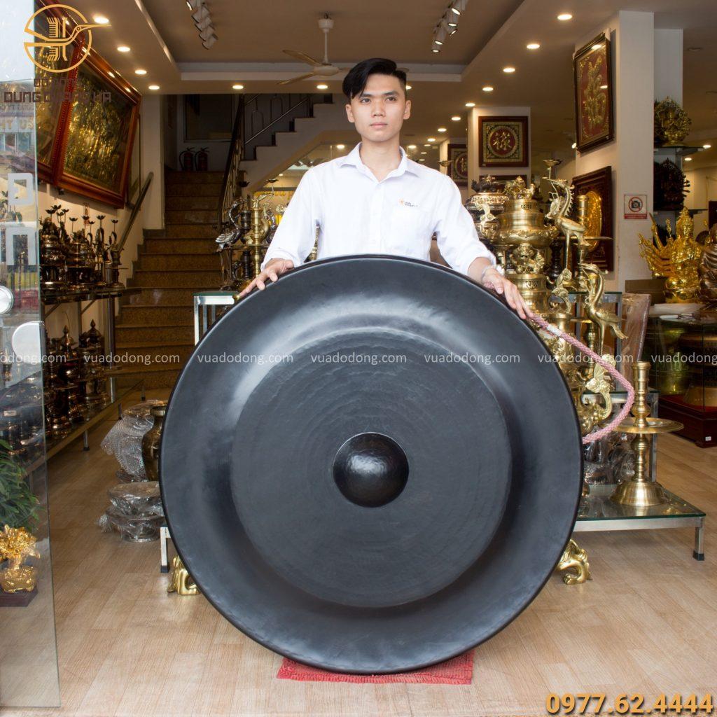 Chiêng bằng đồng vàng hun đen đường kính 1m1 nặng 66kg