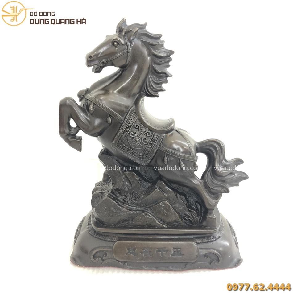 Tượng ngựa phong thủy chiêu tài bằng đồng hun đen giả cổ