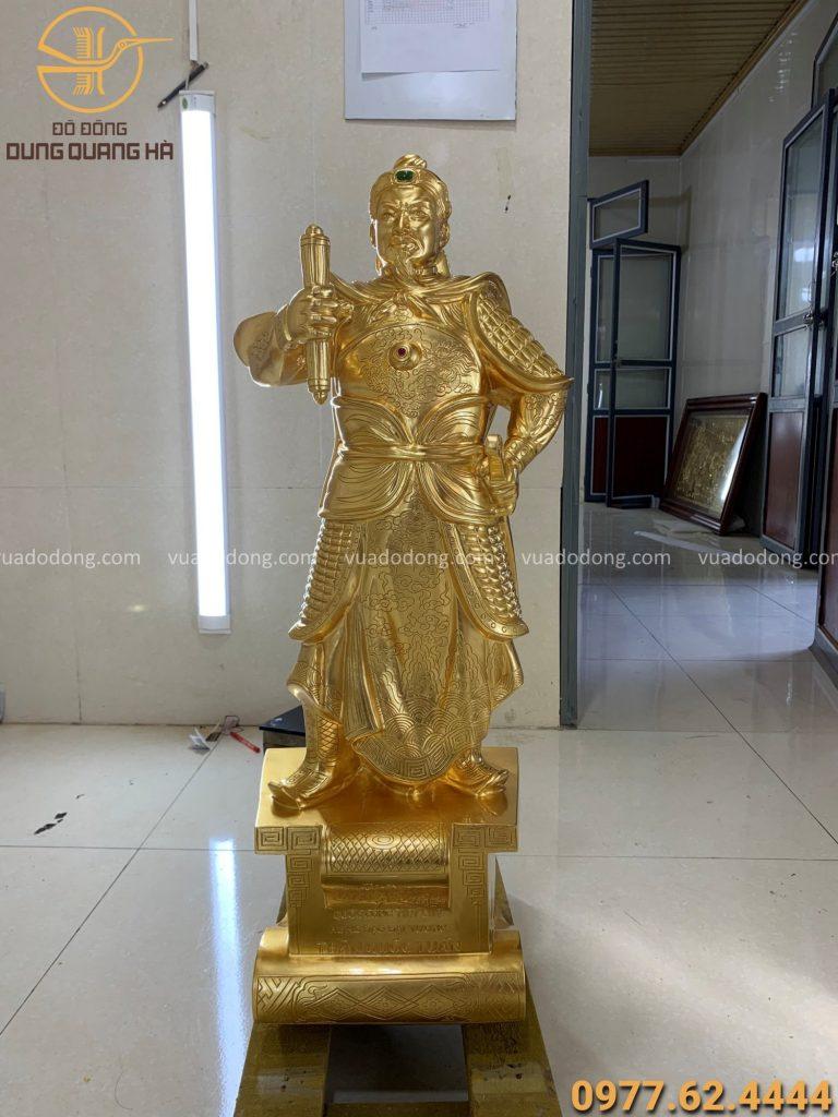 Tượng Trần Hưng Đạo cao 90 thếp vàng 9999