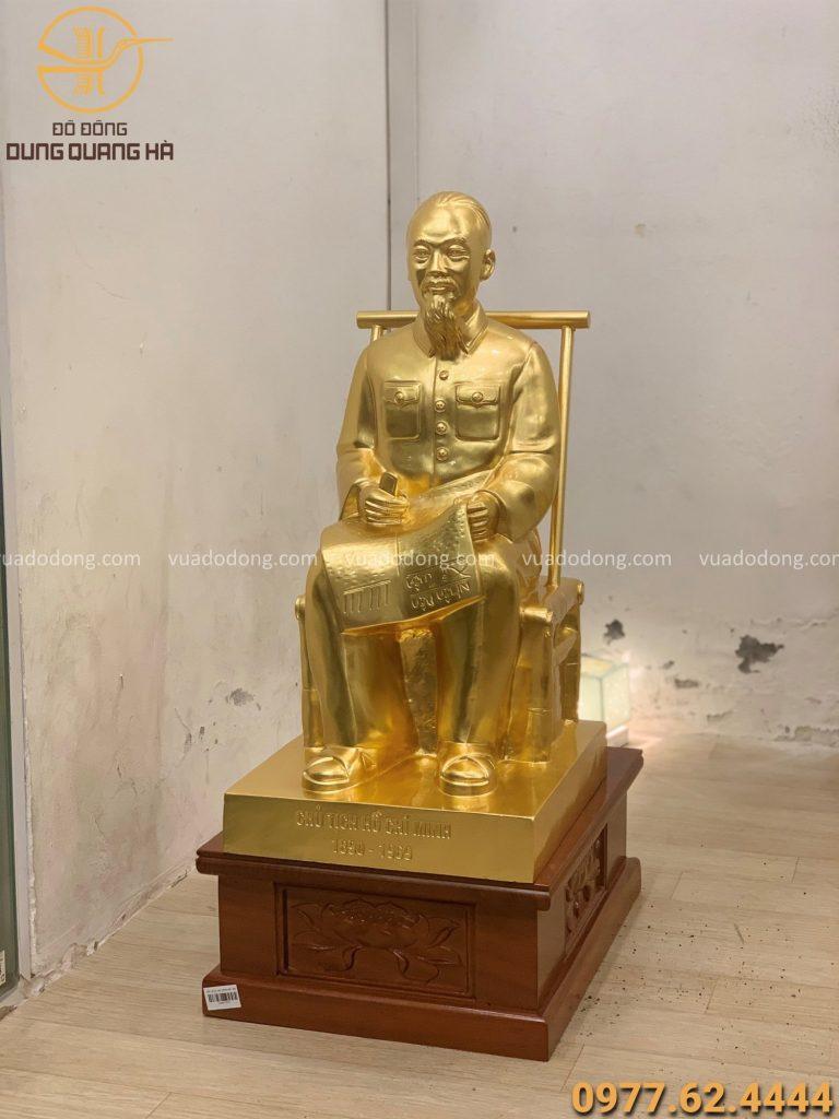 Tượng Bác Hồ ngồi ghế mây cao 60cm thếp vàng 9999