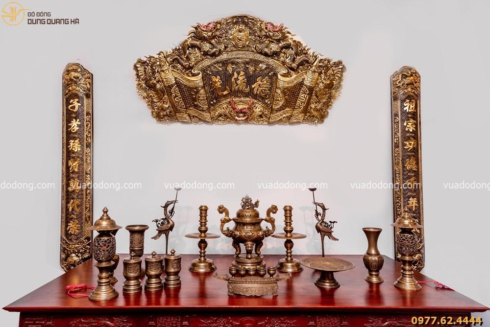 Bộ đồ thờ bằng đồng đầy đủ - đỉnh chạm sòi - đồng vàng