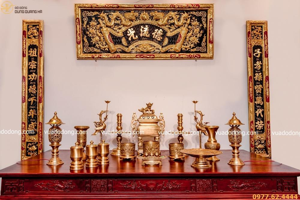Bộ đồ thờ đỉnh vuông bằng đồng vàng