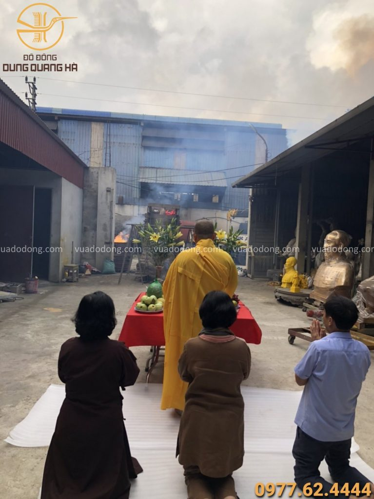 Lễ đúc chuông 800 kg tại xưởng đúc đồng Dung Quang Hà và hoàn thiện chuông