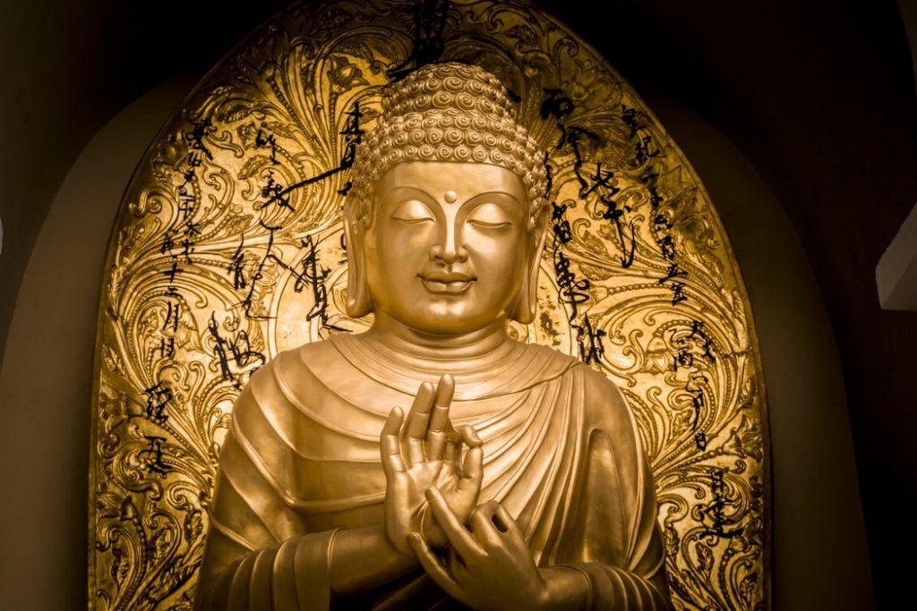 Màu vàng là màu của nhà Phật