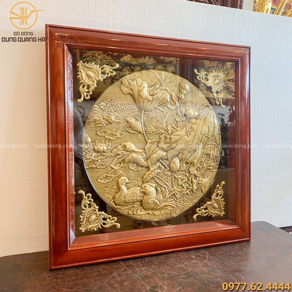Tranh hoa sen bằng đồng khung gỗ