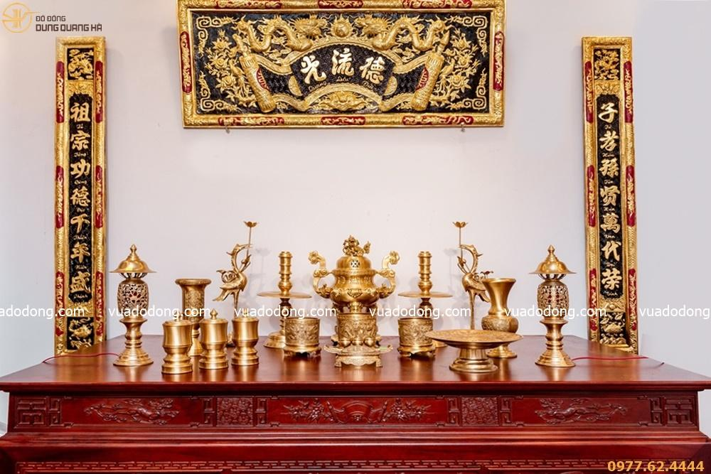 Bộ đồ thờ đồng vàng đầy đủ phụ kiện đỉnh chạm sòi tinh tế