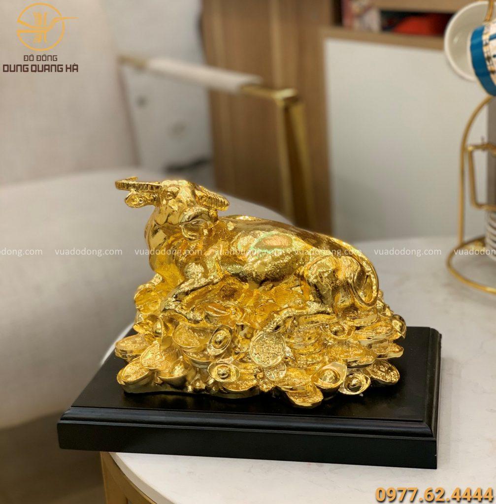 Trâu nằm trên tiền mạ vàng 24k kích thước 24 x 17cm