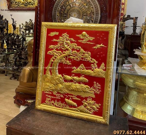 Tranh đồng Tùng Hạc thếp vàng độc đáo kích thước 1m07x88cm