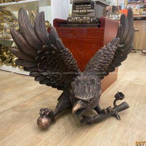 Tượng đại bàng phong thủy bằng đồng đỏ hun giả cổ 60x50 cm