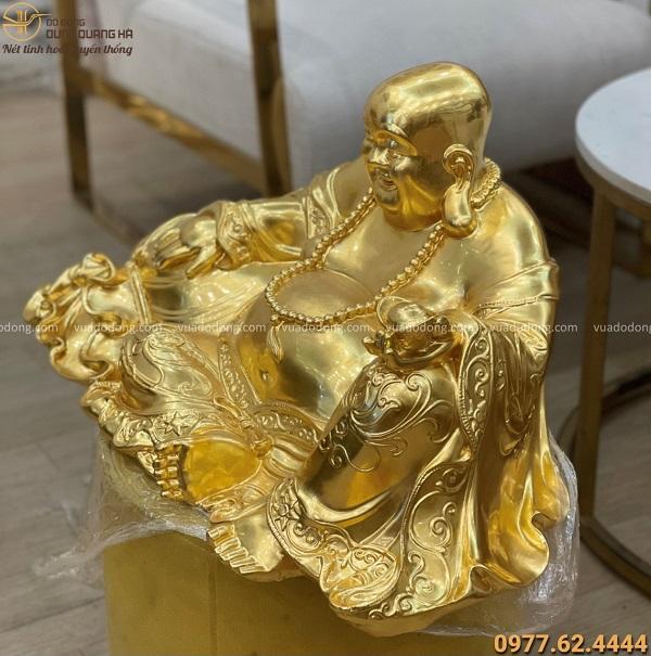 Tượng Di Lặc ngồi ôm bị tiền bằng đồng thếp vàng 65x32cm