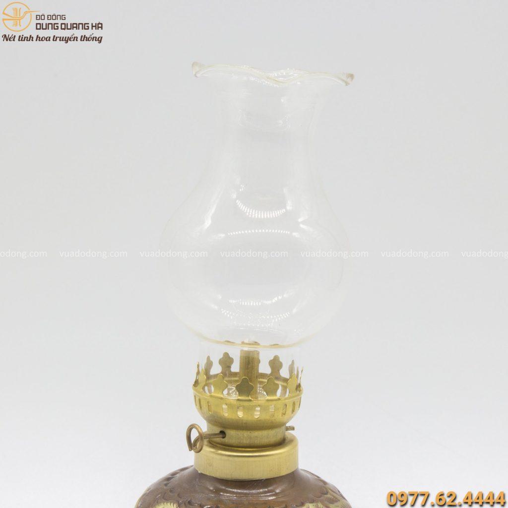 Đèn dầu đồng chạm hoa văn rồng thiết kế tinh xảo