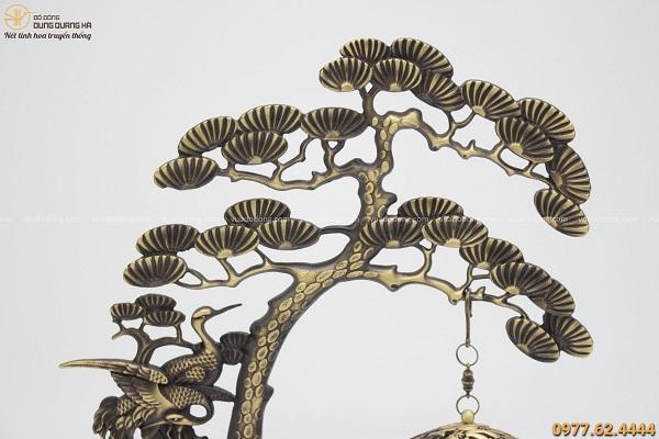 Lư đốt trầm giá treo cây tùng đế chữ nhật 29x23cm bằng đồng vàng