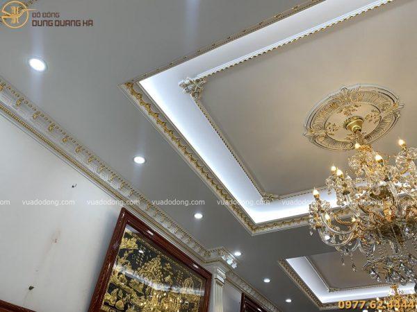 Đèn nhà và trần nhà sau khi dát vàng