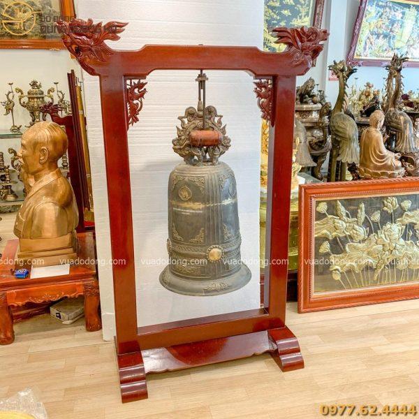 Quả chuông đồng nặng 89kg có giá gỗ