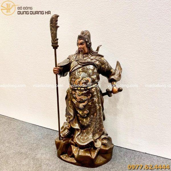 Tượng Quan Công cầm đao đứng uy nghiêm bằng đồng đỏ khảm tam khí