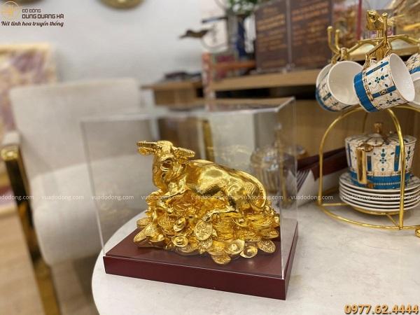 Tượng trâu bằng đồng nằm tiền thếp vàng độc đáo 24cm x 17cm