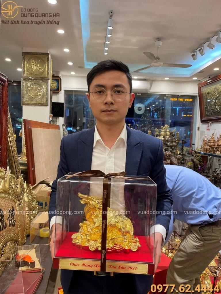Mẫu sản phẩm trâu quà tặng mạ vàng cao cấp