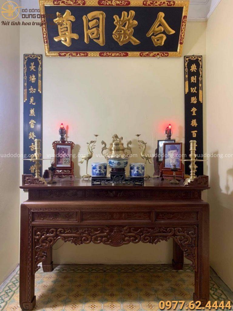 Bộ ngũ sự bằng đồng cattut trên bàn thờ gia tiên