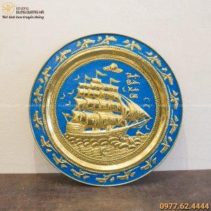 Mâm Thuận Buồm Xuôi Gió bằng đồng vàng nền xanh 50cm cực đẹp