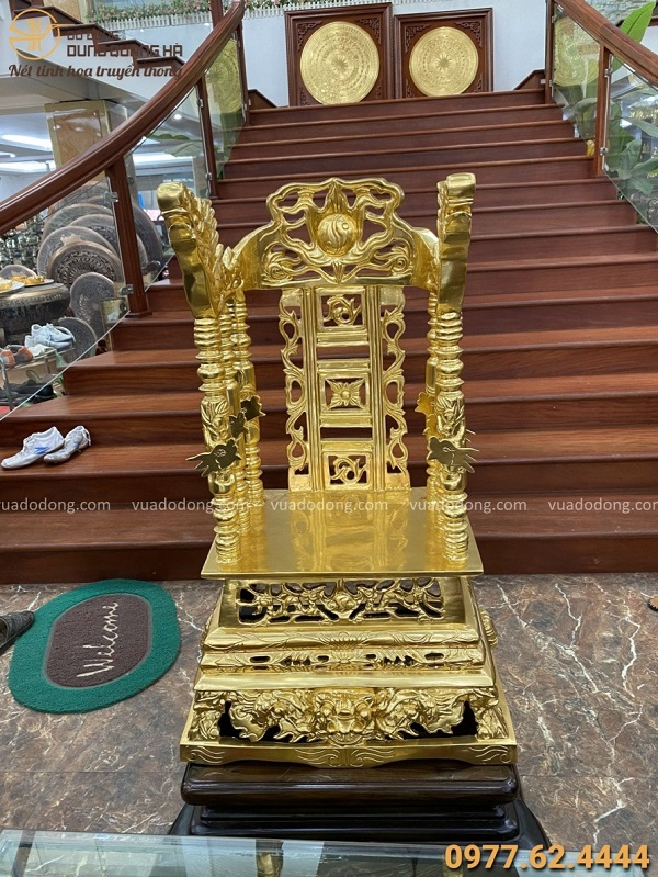 Ngai thờ bằng đồng đỏ thếp vàng cao 80cm ngang 50cm sâu 39cm