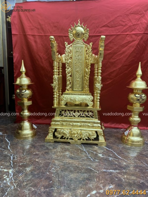 Ngai thờ bằng đồng thếp vàng