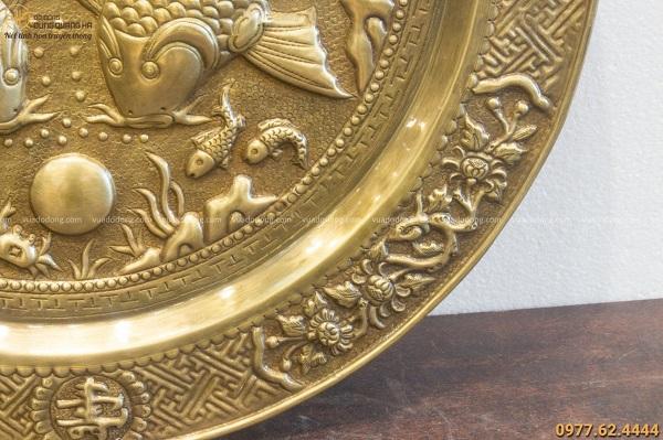 Tranh mâm đồng Lý Ngư Vọng Nguyệt đường kính 50cm tinh xảo