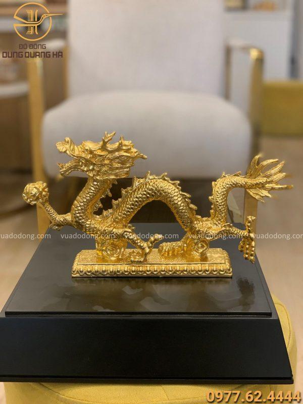 Tượng Rồng nắm châu long ngang thếp vàng 9999 kích thước ngang 30 cm
