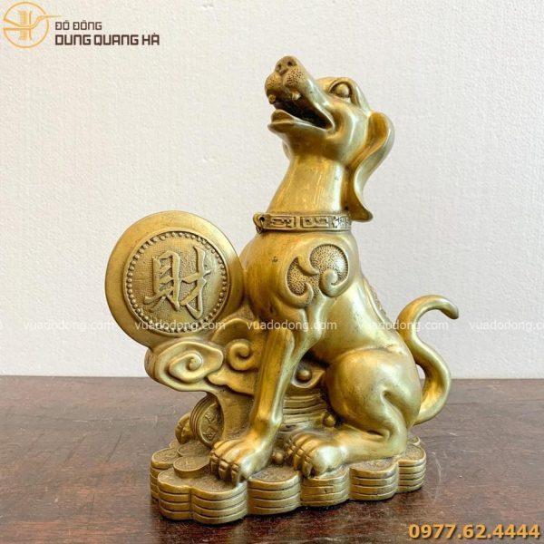 Tượng chó bằng đồng vàng đứng cạnh đồng tiền chữ lộc cao 25cm