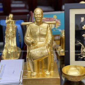Tượng Bác Hồ bằng đồng ngồi ghế mây cao 30cm dát vàng 9999