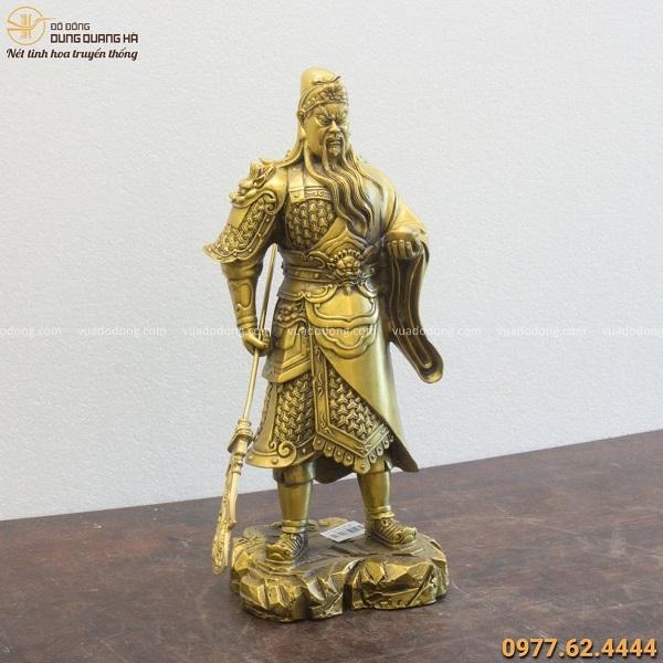 Tượng Quan Vân Trường cầm vàng và đao cao 39x10cm nặng 3,6kg