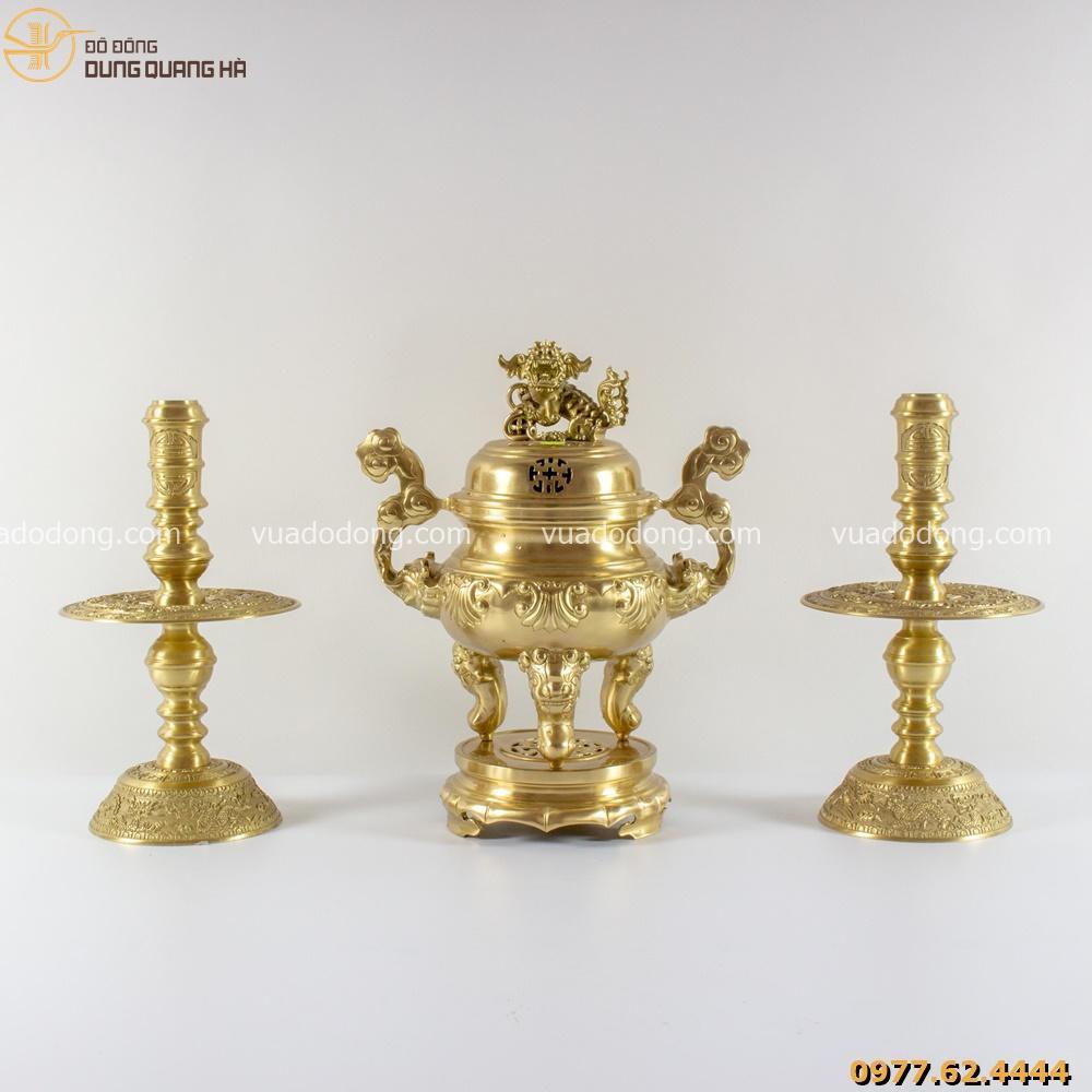 Bộ tam sự đỉnh và chân nến bằng đồng vàng mộc