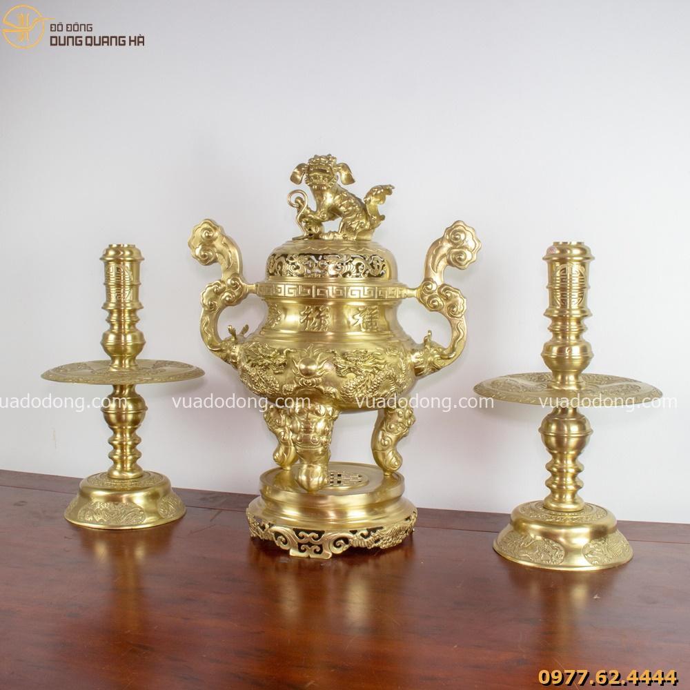Bộ tam sự đỉnh nến chế tác từ đồng vàng chạm rồng (chi tiết sản phẩm)