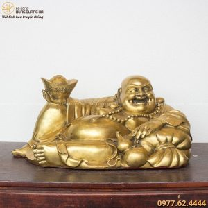 Tượng Phật Di Lặc bằng đồng vàng nâng kim nguyên bảo 28x60cm