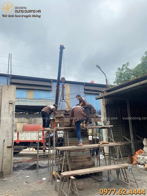 Đúc Chuông đồng 800kg tại chùa Từ Tâm - Phú Yên, giá treo gỗ lim