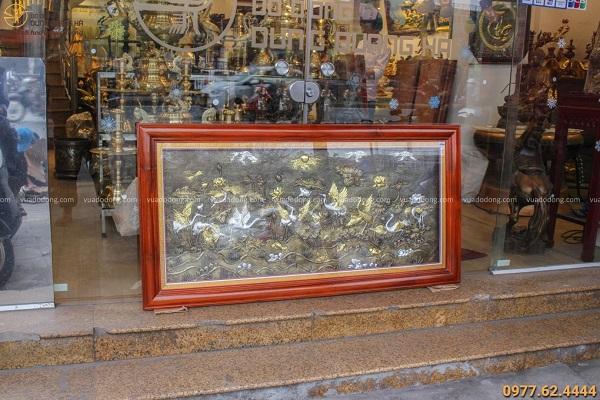 Tranh sen hạc phong thủy bằng đồng khảm tam khí khung gỗ gụ