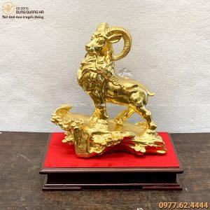 Tượng Dê đứng trên cây tùng 30x27cm bằng đồng thếp vàng 9999
