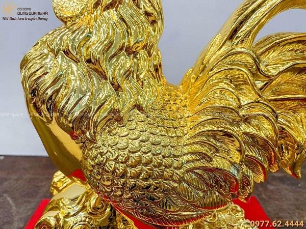 Tượng gà trống cưỡi gậy Như Ý mạ vàng kèm đế gỗ sang trọng