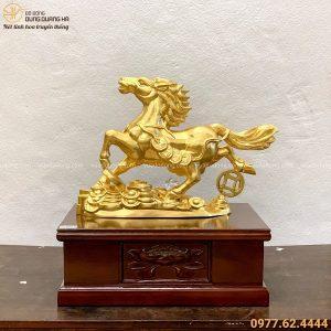 Tượng Ngựa đứng trên tiền 32x45x11cm bằng đồng dát vàng 9999