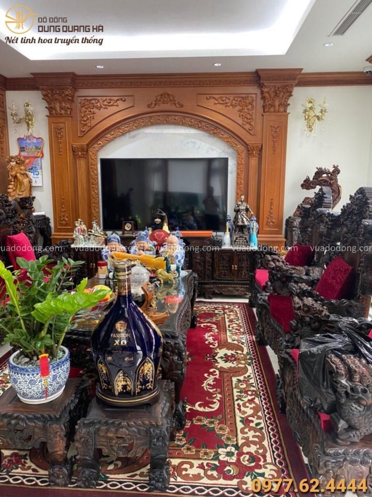 Tượng Trần Quốc Tuấn được đặt trong nhà