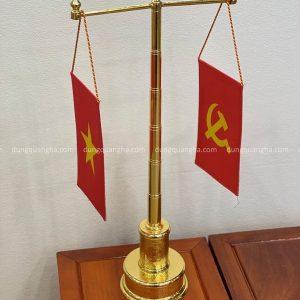 Cột cờ mạ vàng để bàn làm việc thiết kế tinh xảo cao 57cm mẫu 1