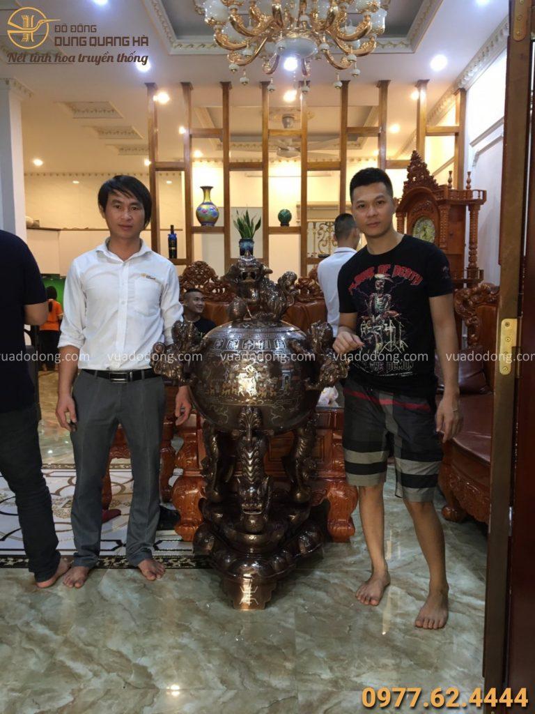 Giao đỉnh thất lân vờn cầu khảm ngũ sắc cho khách tại Hà Nội