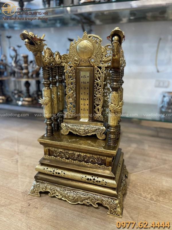 Ngai thờ đẹp hoa văn cổ kính cao 68cm bằng đồng vàng hun giả cổ