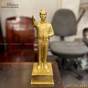 Tượng Đại tướng Võ Nguyên Giáp bằng đồng vàng cao 38cm